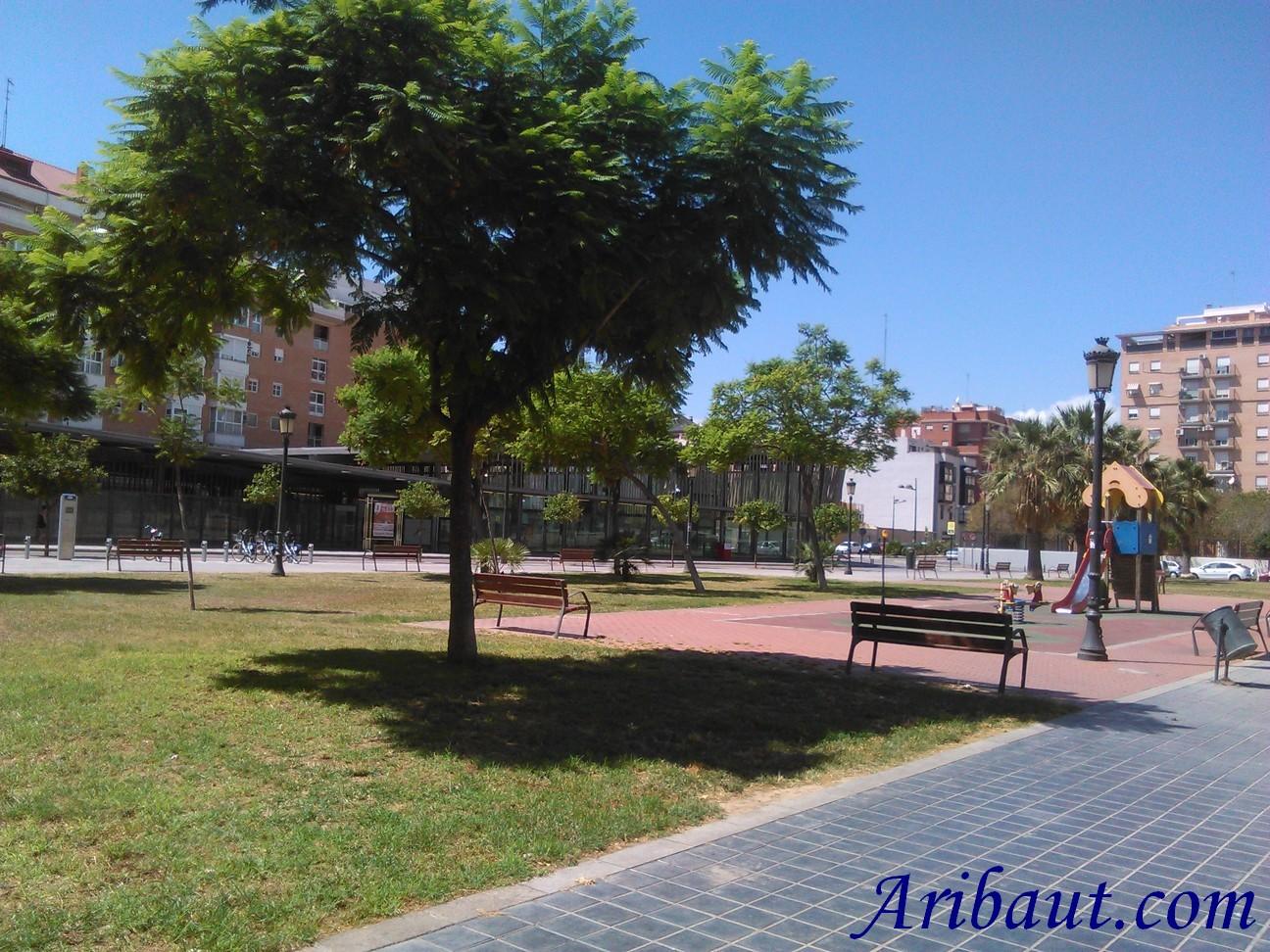 https://aribaut.com/images/appartement-valence-espagne-cadre-de-vie-valencia-metro-maritim-serreria-petit-parc-infantil-valenbisi.jpg