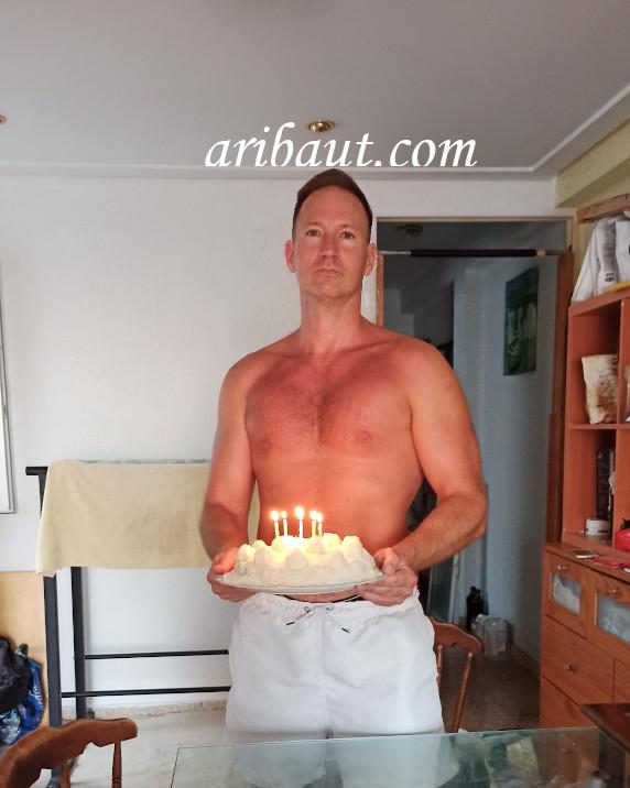pierre-aribaut-zetrader-gateau-anniversaire-bougies-allumees-45-ans-13-juillet-2020